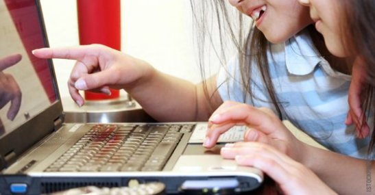 dig-girls-laptop